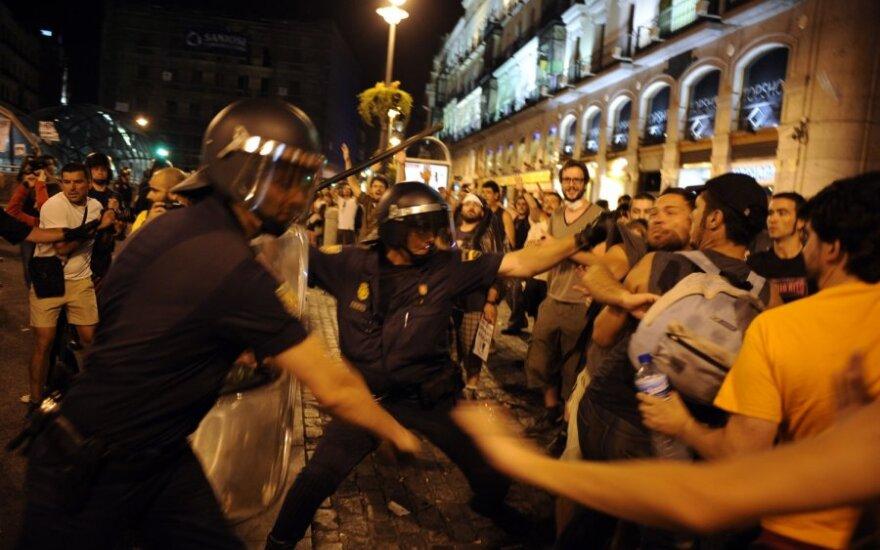 Madride popiežiaus vizito priešininkai susimušė su maldininkais ir policija