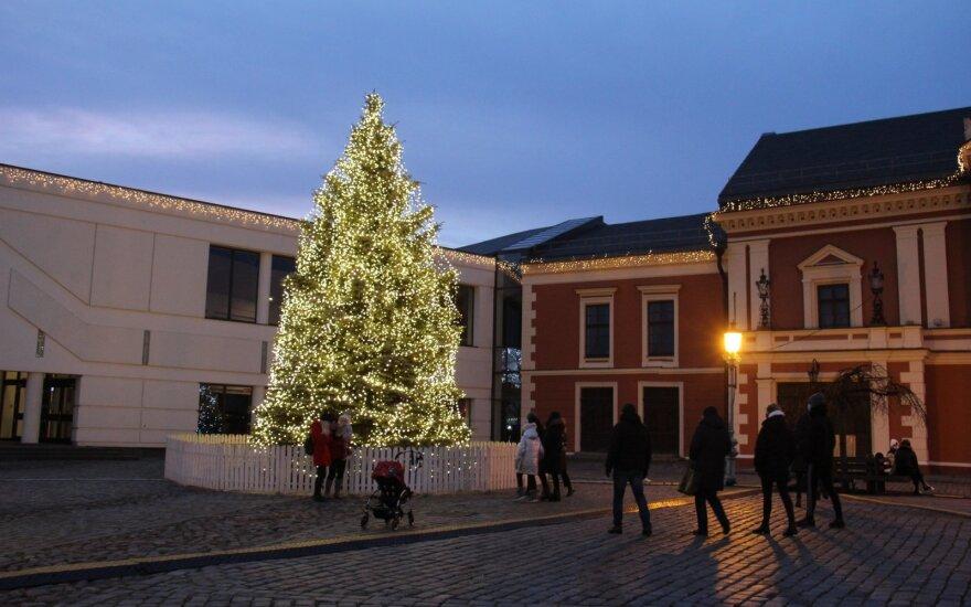 Клайпеда приняла решение: огни на елке погаснут, на Театральную площадь людей не будут пускать
