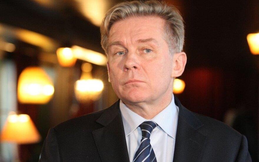 Ажубалис: надеюсь, что россияне понимают, как важно на выборах проявить свою истинную волю
