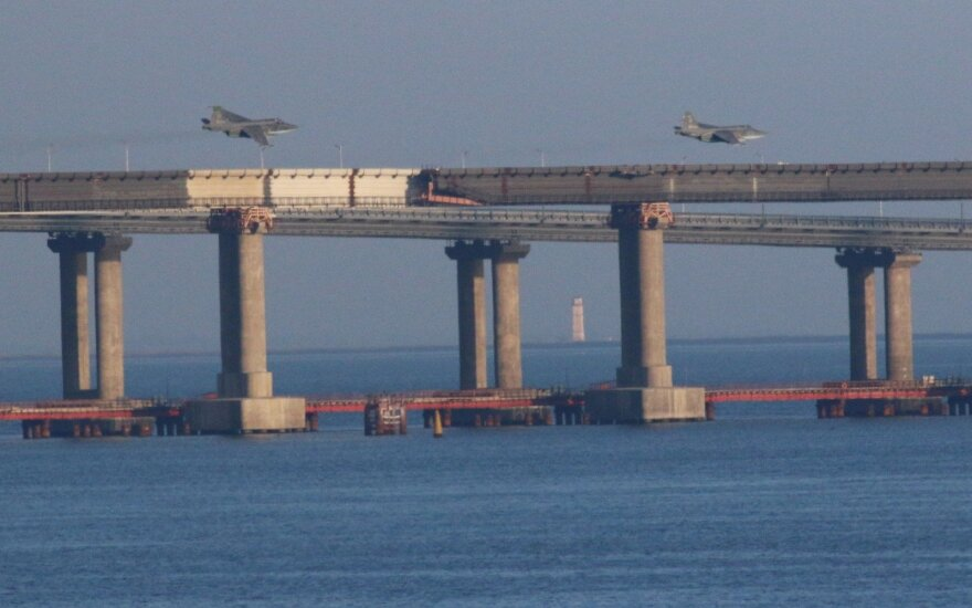Rusija teigia buvusi priversta panaudoti ginklus prieš Ukrainos laivus