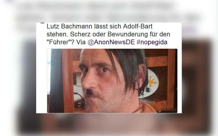Lutzas Bachmannas  mėgdžioja Hitlerį