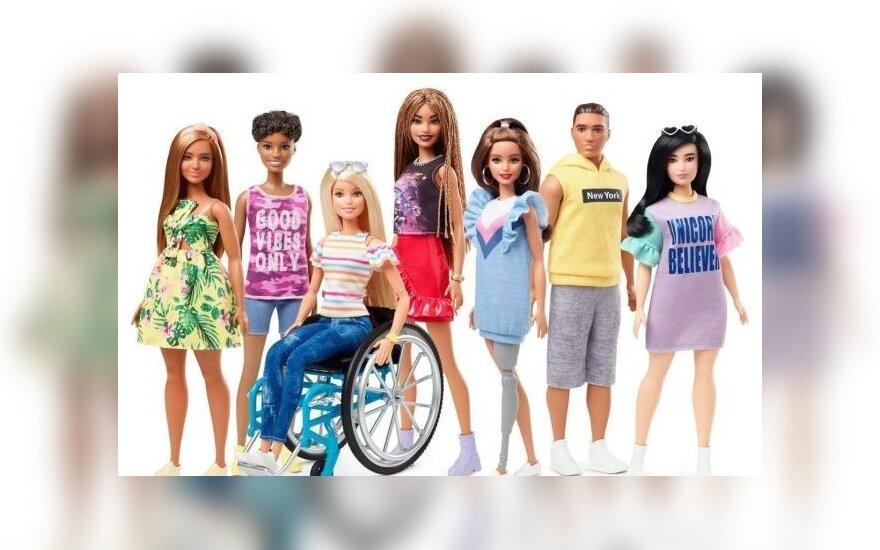На коляске и с протезом ноги. Появились первые инклюзивные Барби