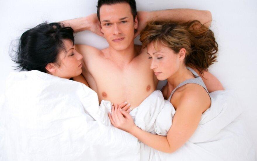 Секс втроем: зачем женщине в постели конкурентка