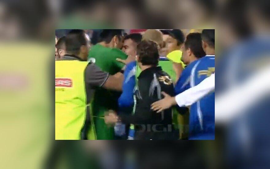"""Шесть удалений, """"Газ Метан"""" и вратарь-кусака - это румынский футбол"""