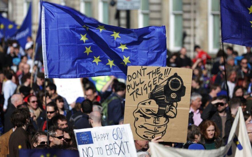 """Londone tūkstančiai demonstrantų protestavo prieš """"Brexit"""""""