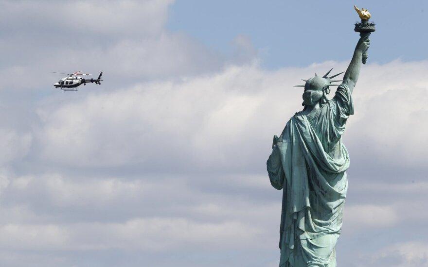 В Нью-Йорке в статую Свободы ударила молния