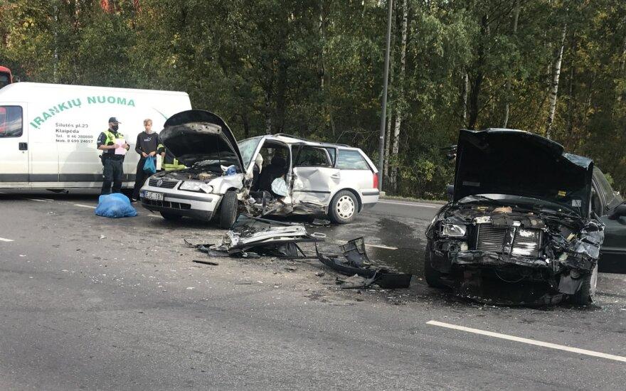 В Каунасе столкнулись VW Passat и Audi: один человек погиб