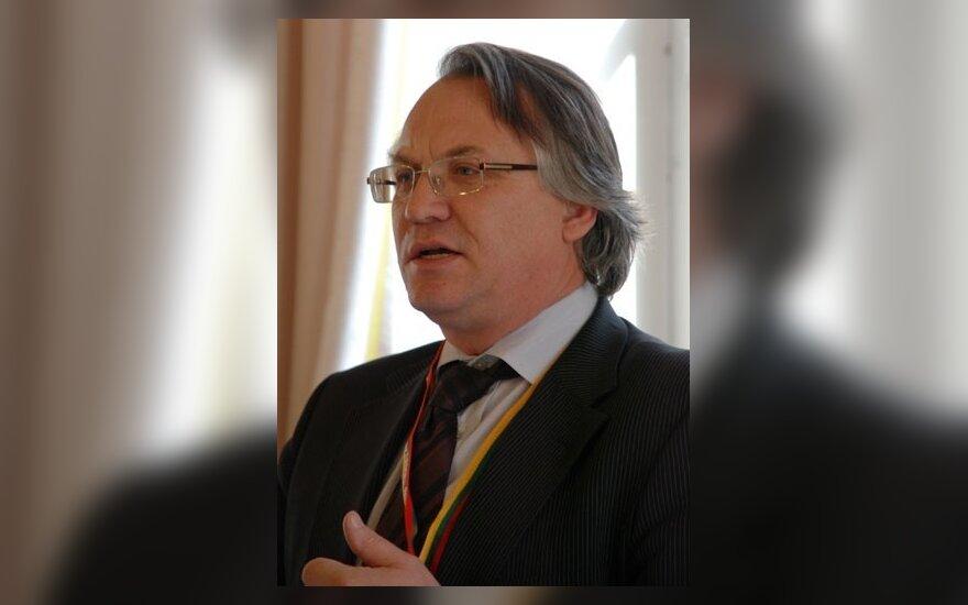 М.Лауринкус: демократию сохранит президент-демократ