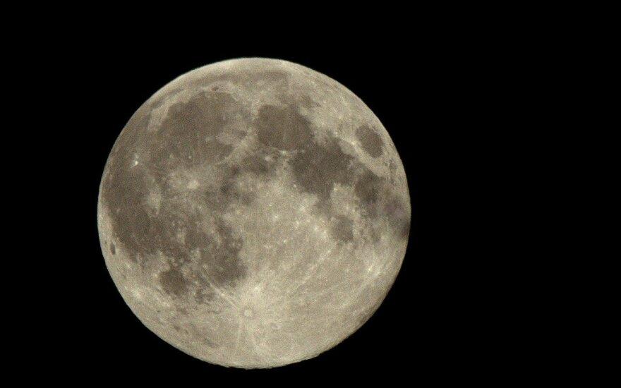 Анонсирован полет двух туристов к Луне в 2018 году