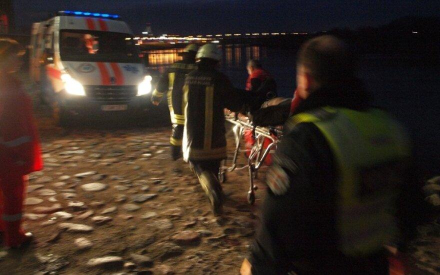 В Каунасе с моста спрыгнул человек