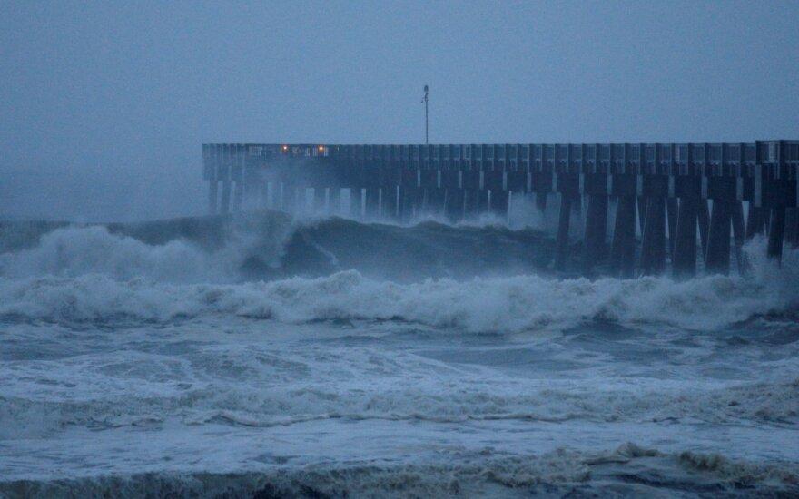 """""""Potencialiai katastrofinis"""" uraganas """"Michael"""" pasiekė sausumą Floridoje"""
