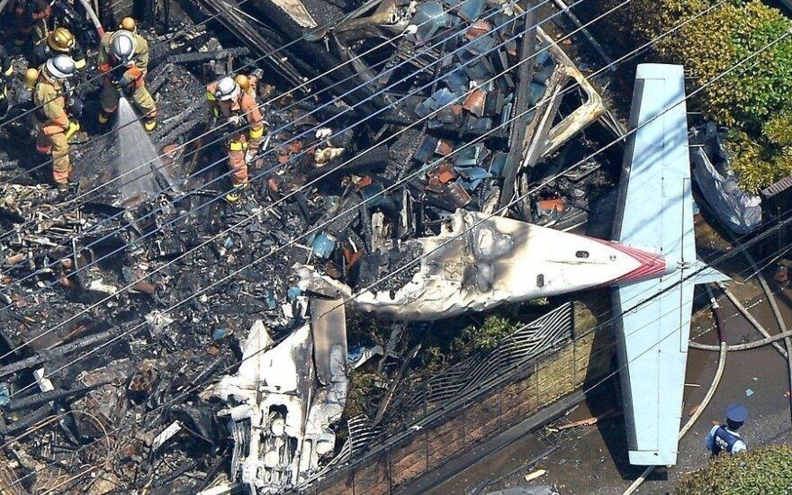 Самолет упал на жилой район Токио: трое погибших