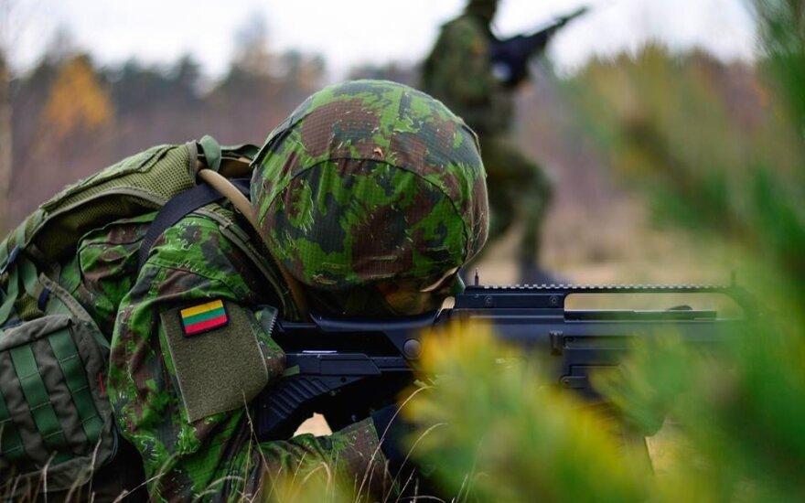 Эмигрант отказался от службы в Литовской армии: я 8 лет живу в Англии и работаю на Amazon