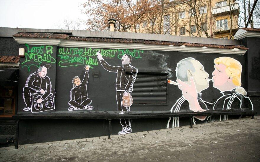 Лукашенко, Сталин, Гитлер появились на стене кафе Keulė Rūkė в Вильнюсе