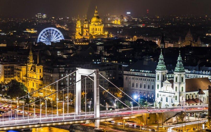 Венгрия начала выдавать украинцам бесплатные визы