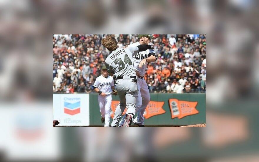 Бейсболисты устроили массовую драку в матче MLB