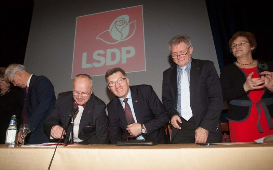 На выборах лидера социал-демократов Литвы пока два кандидата - Буткявичюс и Бальчитис