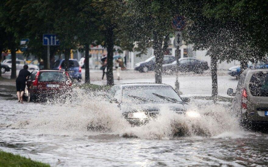 Ливень в Вильнюсе затопил улицы