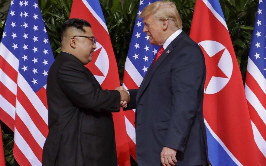 Историческая встреча: Трамп и Ким Чен Ын пожали друг другу руки