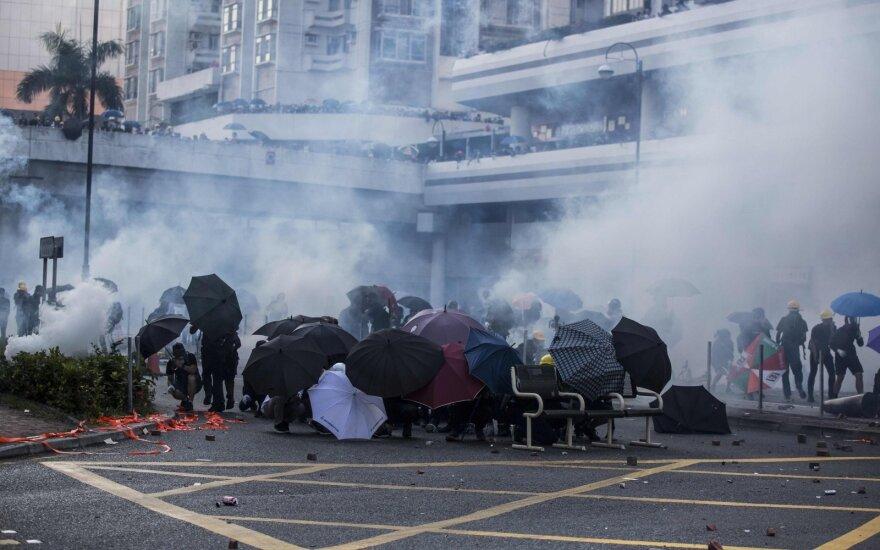 Kinijai švenčiant Nacionalinę dieną Honkonge vyksta mitingai už demokratiją