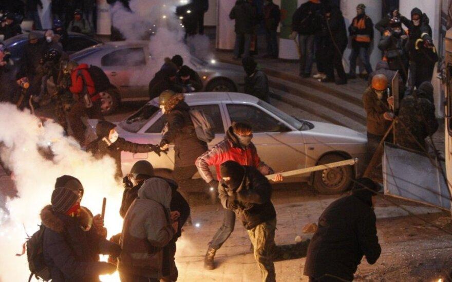 Столкновения в Киеве возобновились: госпитализированы более 70 человек