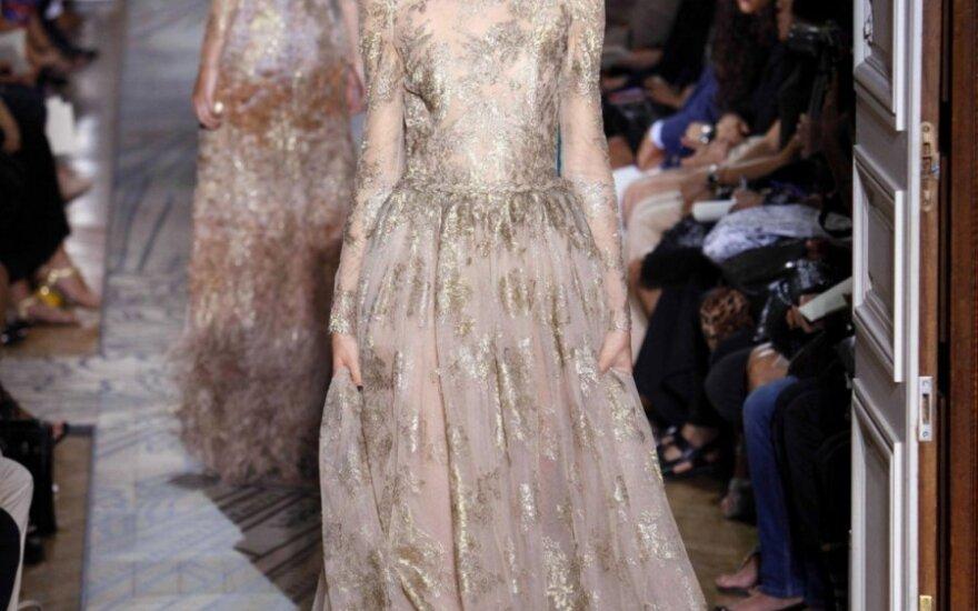 """Modelis iš """"Valentino"""" aukštosios mados kolekcijos, 2011-2012 ruduo-žiema"""
