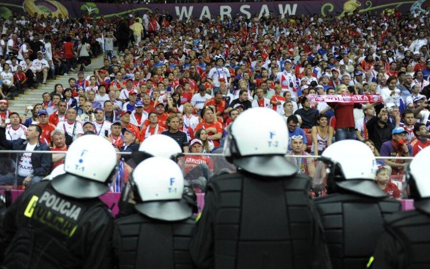 """СМИ узнали, кто спровоцировал """"варшавскую битву"""" болельщиков"""