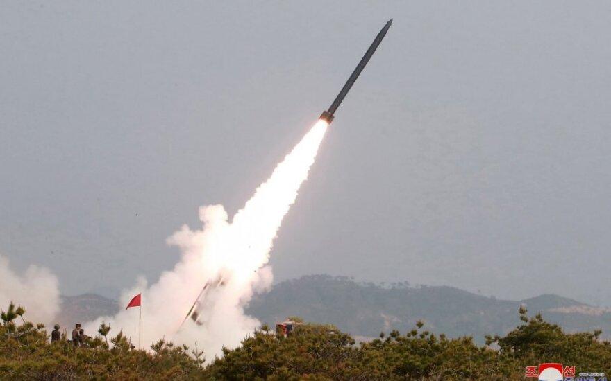 Šiaurės Korėja ginklų bandymus vadina savigyna ir kritikuoja Seulo reakciją