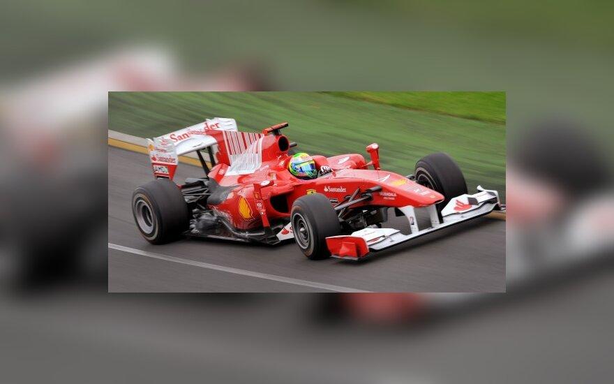 """Felipe Massa vairuoja """"Ferrari"""" bolidą"""