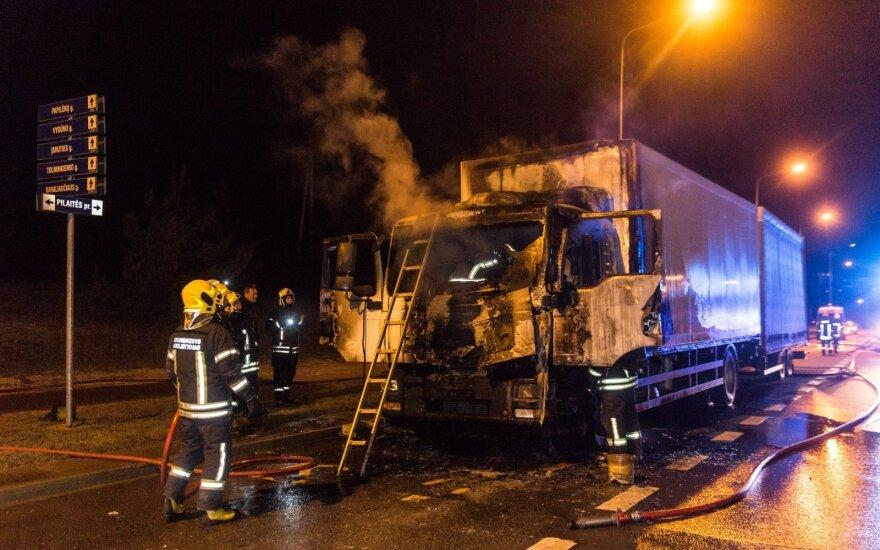 Спасенный из горящего грузовика водитель: все произошло мгновенно