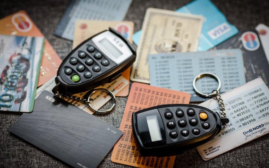 Жители Литвы чаще стали расплачиваться банковскими картами