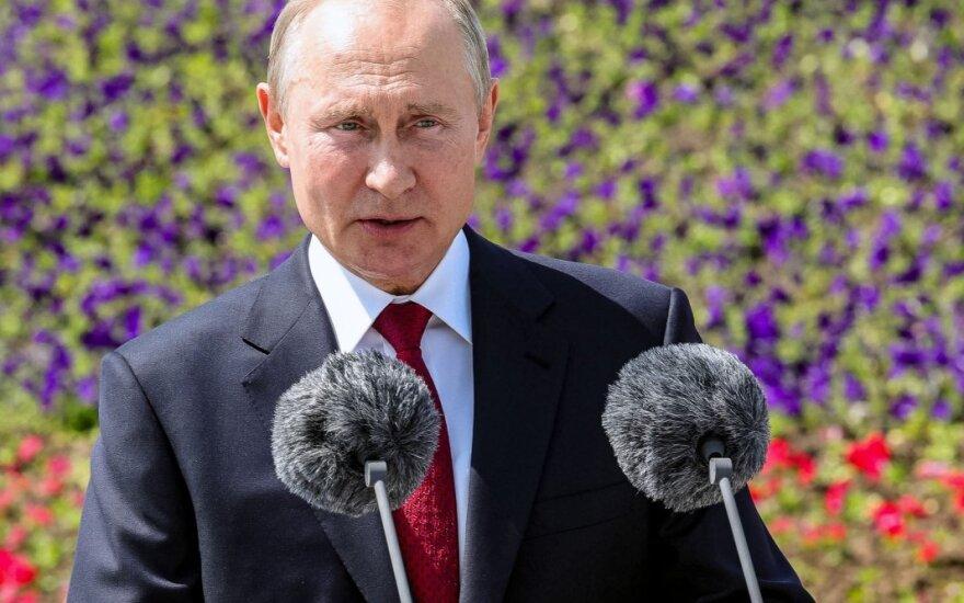 """Путин поздравил сограждан с Днем России и отметил, что их родина простирается """"от Арктики до Крыма"""""""