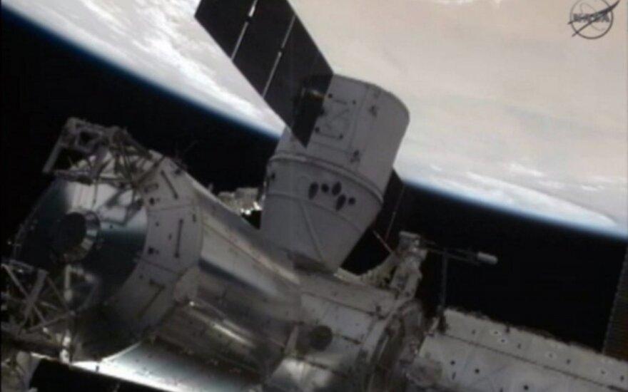 Астронавты США в третий раз вышли в открытый космос для подготовки МКС к приему новых космических кораблей
