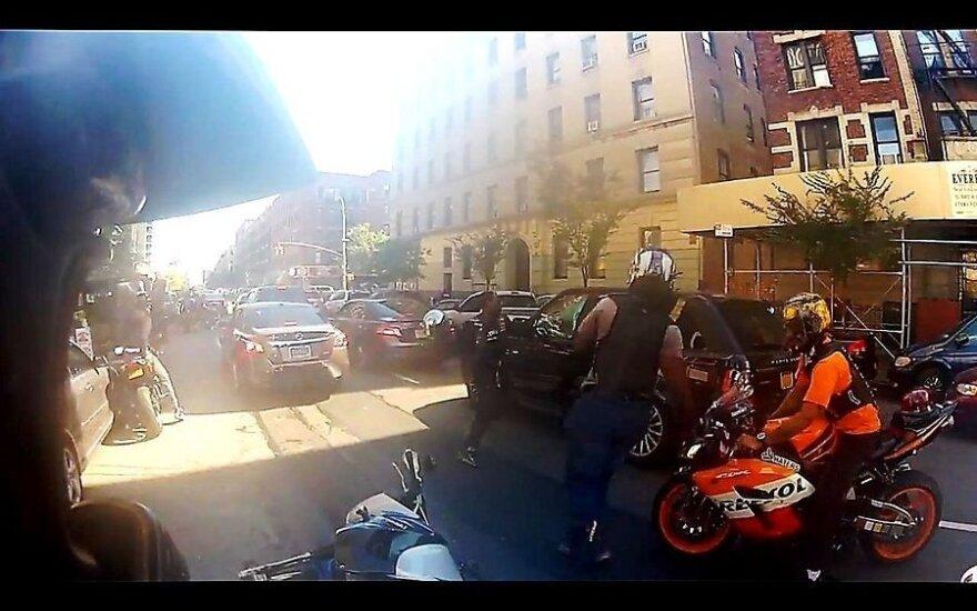 США: байкеры разгромили авто, толкнувшее одного из мотоциклистов