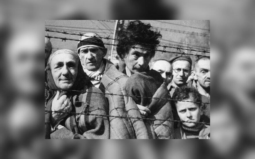Качиньский пригласил Медведева в Освенцим