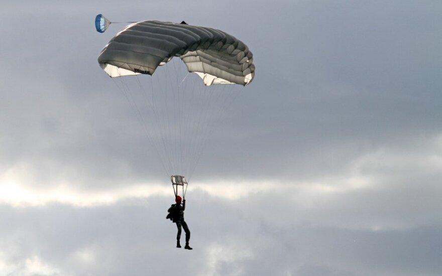 W USA dziewczyna przeżyła po nieudanym skoku ze spadochronem