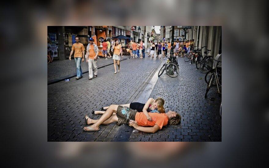 Olandai švenčia pergalę prieš Braziliją pasaulio futbolo čempionate