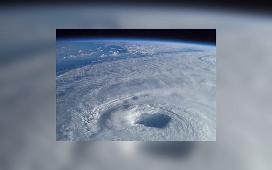 Besiformuojantis uraganas
