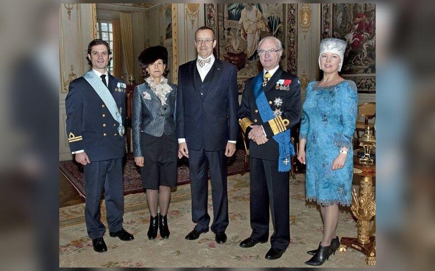 Iš kairės: Švedijos princas Carlas Philipas, karalienė Silvia, Estijos prezidentas Toomas Henrikas Ilvesas, Švedijos karalius Carlas Gustafas ir Estijos pirmoji ledi Evelin Ilves