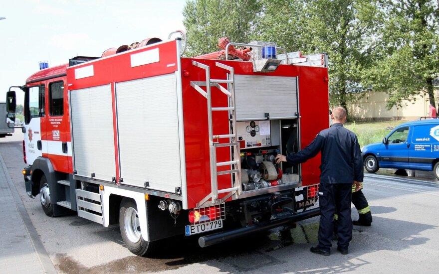 В загоревшейся кабине грузовика пострадал водитель