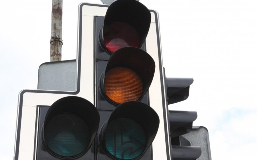 Polacy uważają się za odpowiedzialnych kierowców, ale chętnie łamią przepisy