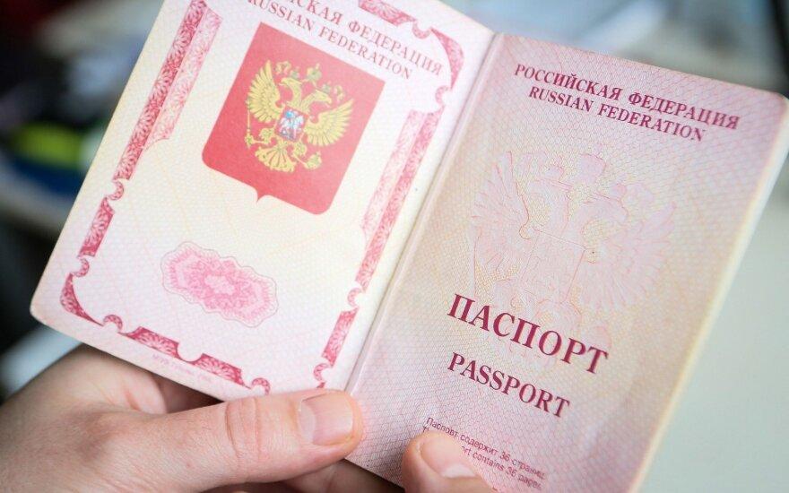 """Единороссы отозвали законопроект """"о закрытии визовых центров"""""""