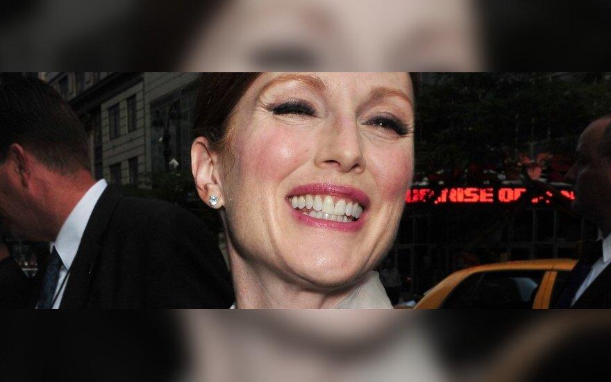 Джулианна Мур в Нью-Йорке - пример элегантности