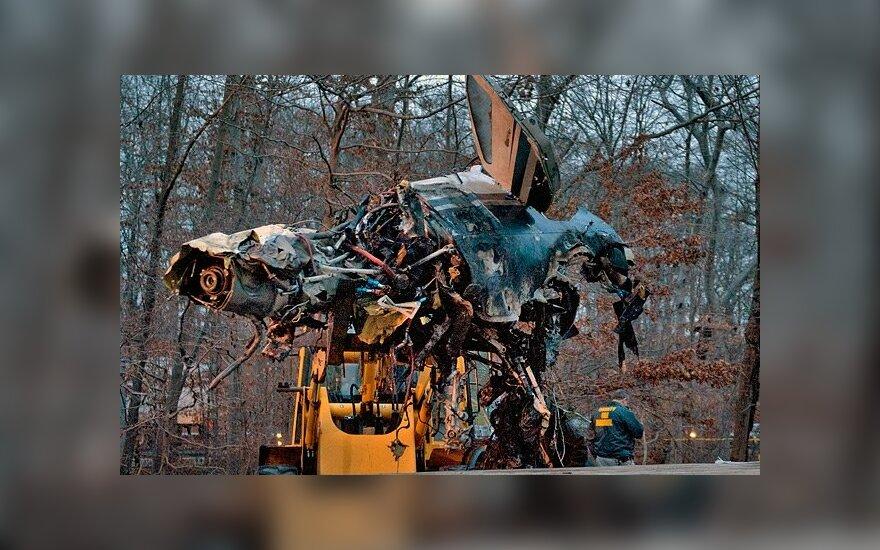 В США самолет упал на шоссе и взорвался