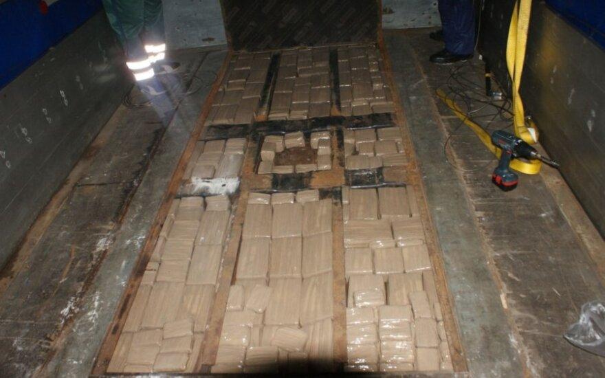 Таможенники снова задержали большую партию гашиша – 216 кг