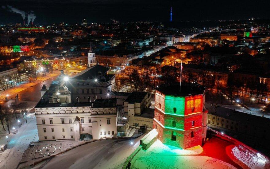Литва празднует день восстановления государства - уже накануне Вильнюс украсили яркие огни