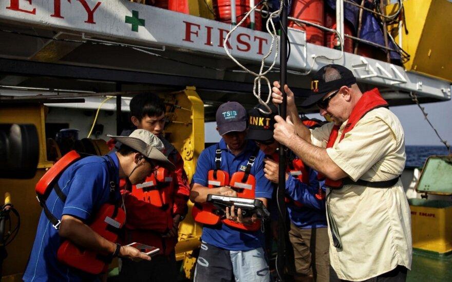 Per Indonezijos aviacijos katastrofos aukų paiešką žuvo naras