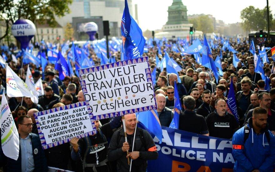 В Париже тысячи полицейских вышли на улицы с протестом