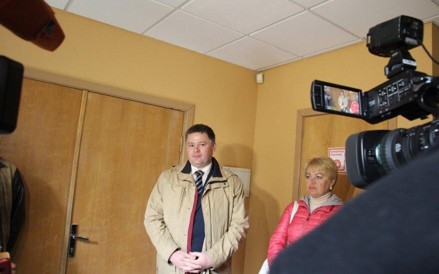 Небольшое количество людей приехало поддержать Палецкиса в суде, среди них был и Титов