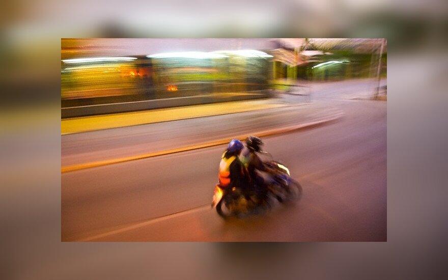 В Шяуляй автомобиль врезался в мопед 17-летнего подростка